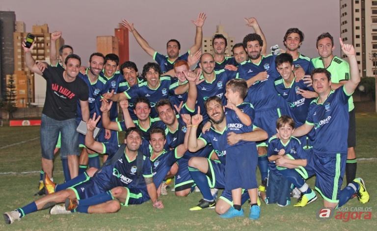 Jogadores do Calibres comemoram a conquista do primeiro turno do Interamigos. Foto: Divulgação -