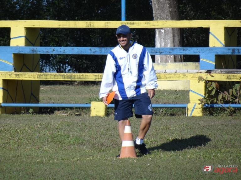 Guanaes está em alta no São Carlos e direção quer permanência do técnico. Foto: Marcos Escrivani -