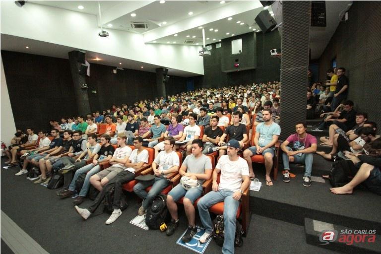 O evento registrou alguns recordes: 900 estudantes se inscreveram no site da Semcomp. Fotos: Divulgação -