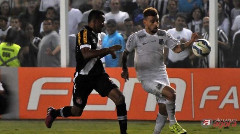 Lucas Lima em ação contra o Vasco. Meia ganha primeira chance na seleção. Foto: Pedro Ernesto Guerra Azevedo/Santos FC -
