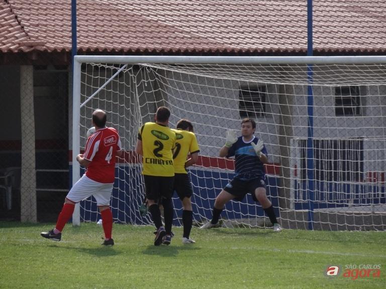 Com um bom jogo, o Canato venceu o Cogeb na rodada. Fotos: Marcos Escrivani -