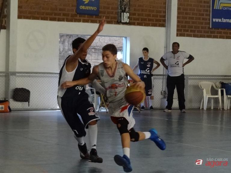 Equipe são-carlense não conseguiu desenvolver seu melhor basquete e perdeu para Prudente. Fotos: Marcos Escrivani -