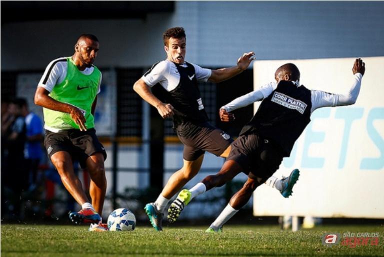Jogadores do Santos treinam forte para afundar ainda mais o Vasco. Foto: Ricardo Saibun/santosfc -