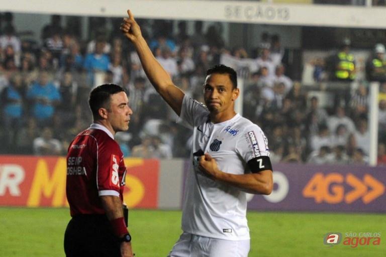 Ricardo Oliveira marcou o gol santista e se isolou ainda mais na artilharia do Brasileiro. Foto: Divulgação -