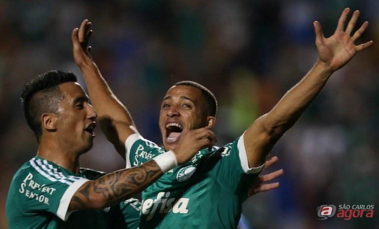 Vitor Hugo comemora o gol que abriu o caminho da vitória palmeirense. Foto: Cesar Greco/Agência Palmeiras/Divulgação -