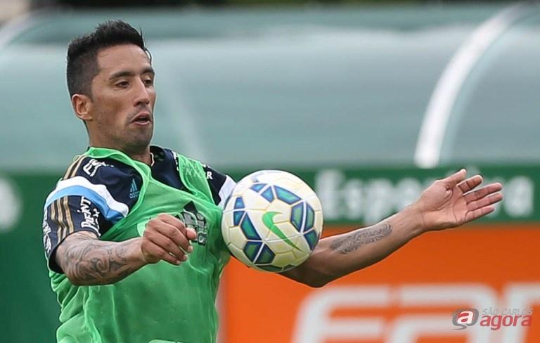 Lucas Barrios entra no comando de ataque palmeirense. Foto: Cesar Greco/Agência Palmeiras/Divulgação -