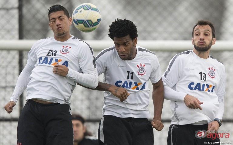 Sistema defensivo do Corinthians durante treino. Timão quer a vitória diante do Flu. Foto: site oficial Corinthians -