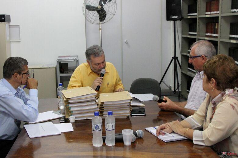 Vereadores Paraná, Lineu e Laíde ouvem depoimento do ex-secretário de Serviços Públicos, Nivaldo Sigoli (Assessoria de Imprensa CMSC) -