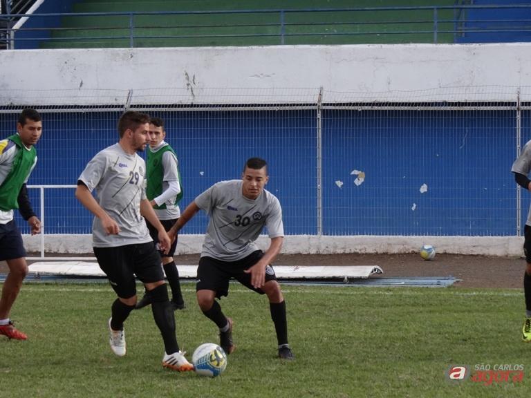 Jogadores durante atividades táticas no Luisão. Equipe quer vencer mais uma 'decisão' na Série B. Foto: Marcos Escrivani -