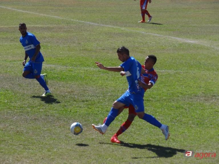 Matheus Augusto em ação contra Prudente. Um 'xeque-mate' no adversário. Foto: Marcos Escrivani -