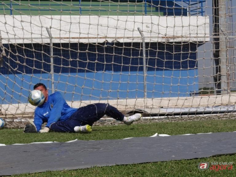 Tom retorna ao gol após cumprir suspensão e quer 'despachar' Assisense. Foto: Marcos Escrivani -