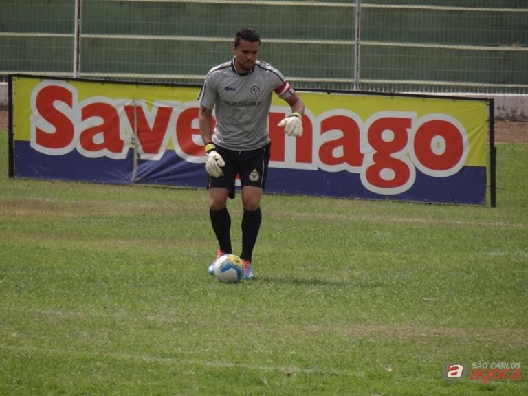 """O goleiro Tom não quer saber de 'possibilidades': """"temos que vencer os quatro jogos"""", resumiu. Foto: Marcos Escrivani -"""