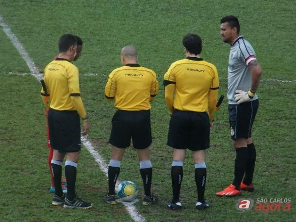 Seu último jogo foi em 2013 na derrota do São Carlos por 1 a 0 diante da Portuguesa no Canindé. Foto: Rovanir Frias/SCFC -