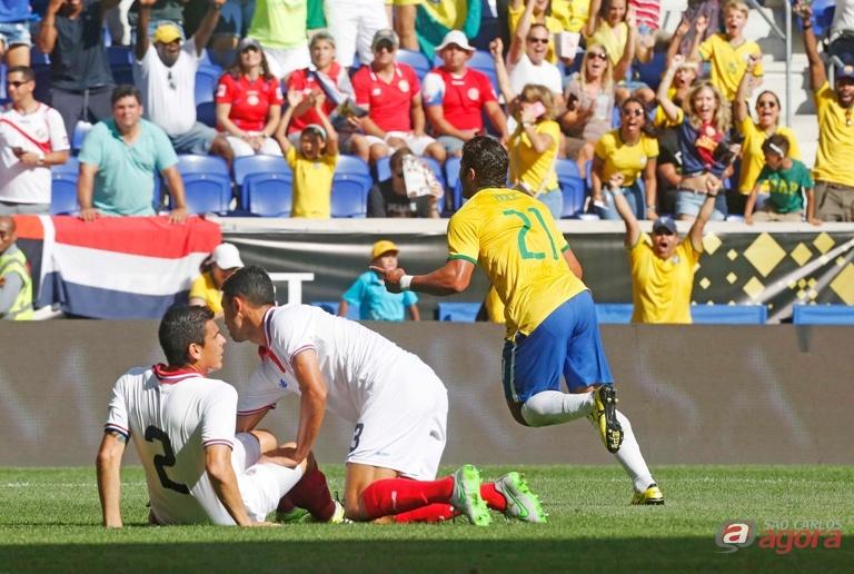 Hulk comemora. Atacante fez o gol solitário da vitória brasileira. Foto: Rafael Ribeiro/CBF -