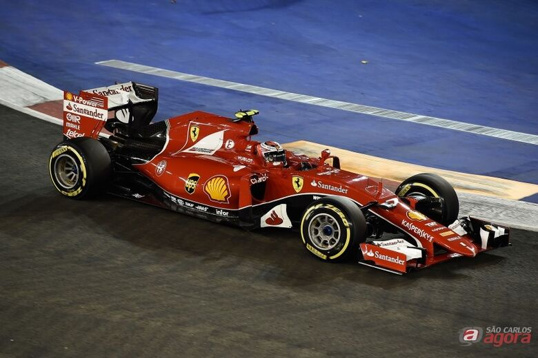 De forma surpreendente, Vettel desbancou as favoritas Mercedes em Cingapura. Studio Colombo/Pirelli -