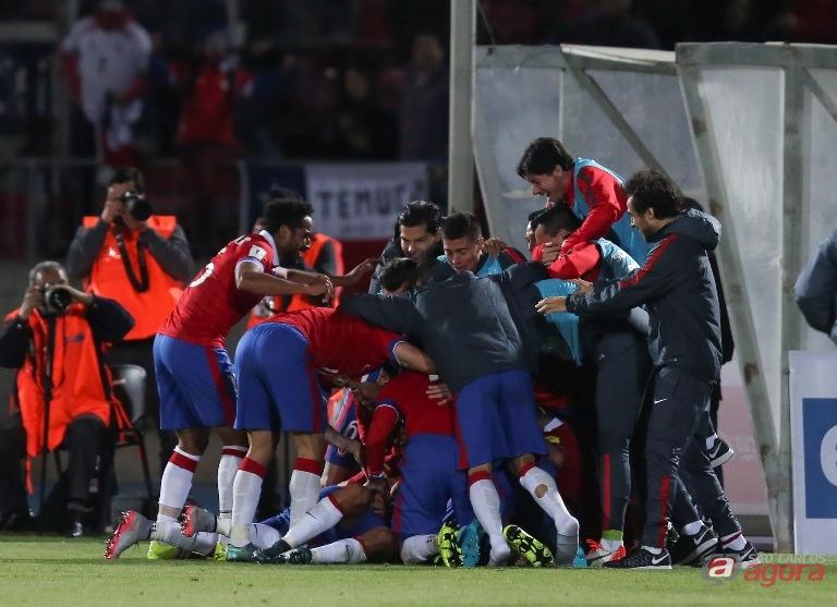 Chilenos comemoram gol contra a seleção brasileira. Foto: Leo Correa/MoWA Press -
