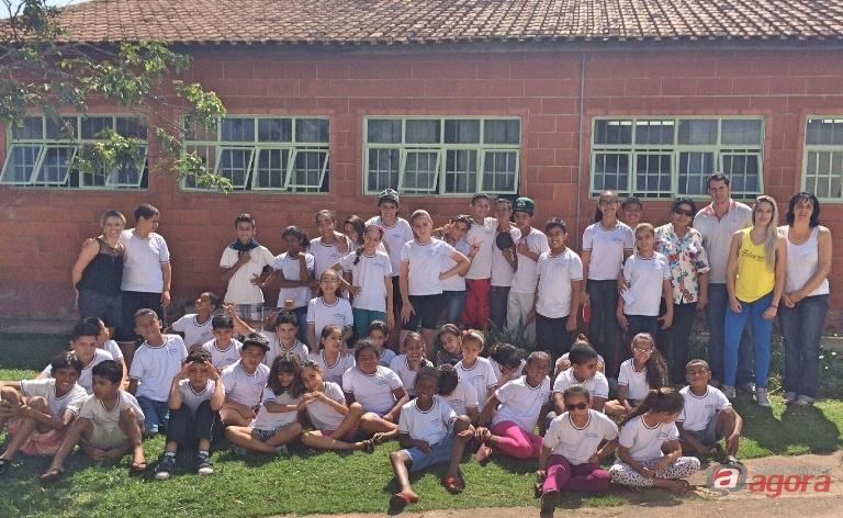 Estudante e voluntárias realizam ação solidária e arrecadam presentes para projeto Madre Cabrini. Fotos: Divulgação -