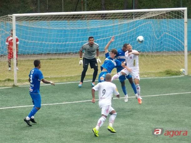 Em Taboão da Serra, São Carlos ficou no 1 a 1 com o time da casa. Foto: Rovanir Frias/SCFC -