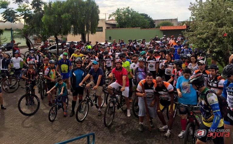 Aproximadamente 130 ciclistas participaram do evento realizado em Dourado. Fotos: Divulgação -