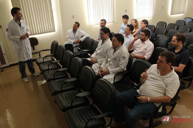 Grupo realiza uma reunião semanal para a discussão dos casos clínicos. Fotos: Hever Costa Lima/Assessoria de Comunicação -