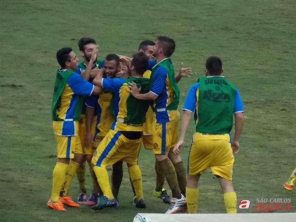 Willian Dias comemora gol decisivo que ajudou ao retorno da Águia à Série A3 -