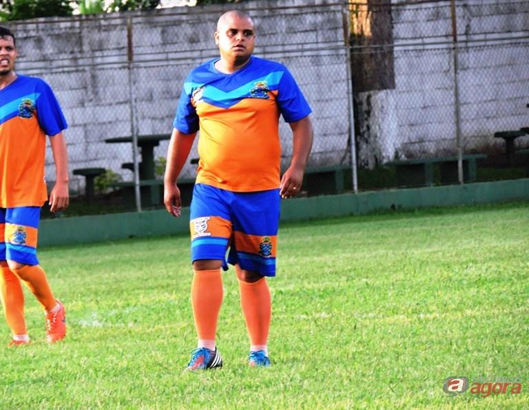 Ostentando a camisa 10, atleta converteu pênalti que decretou conquista. Foto: Gustavo Curvelo/Divulgação -