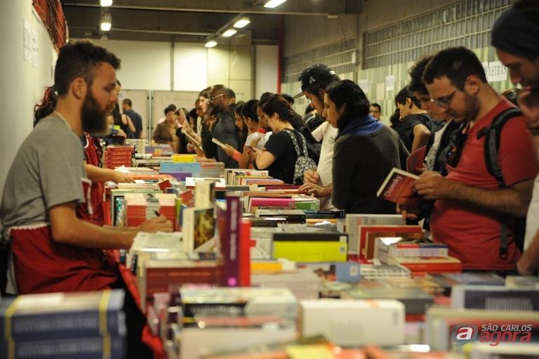 Cerca de 2 mil pessoas passaram pela Feira do Livro de 2015. Foto: Enzo Kuratomi -