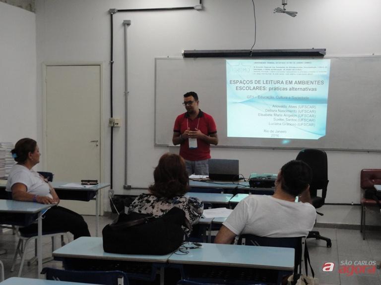 Estudante Ariovaldo Alves apresentando um dos trabalhos premiados no evento. Foto: Divulgação -