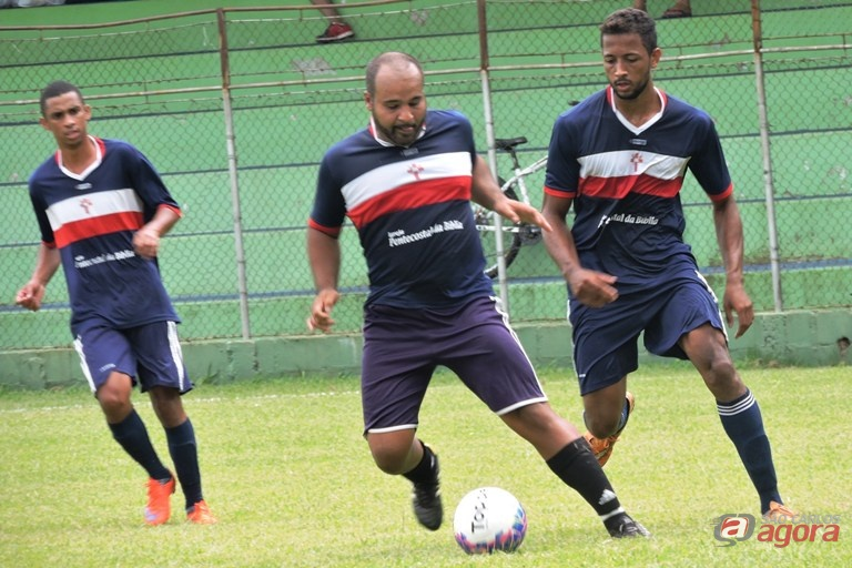 Chris [centro] participa da equipe desde o futebol de campo, realizado no primeiro semestre. Foto: Gustavo Curvelo/Divulgação -