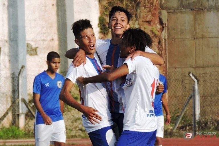 Sub18 venceu por 2 a 1 e continua com 100% de aproveitamento. Foto: Gustavo Curvelo/Divulgação -