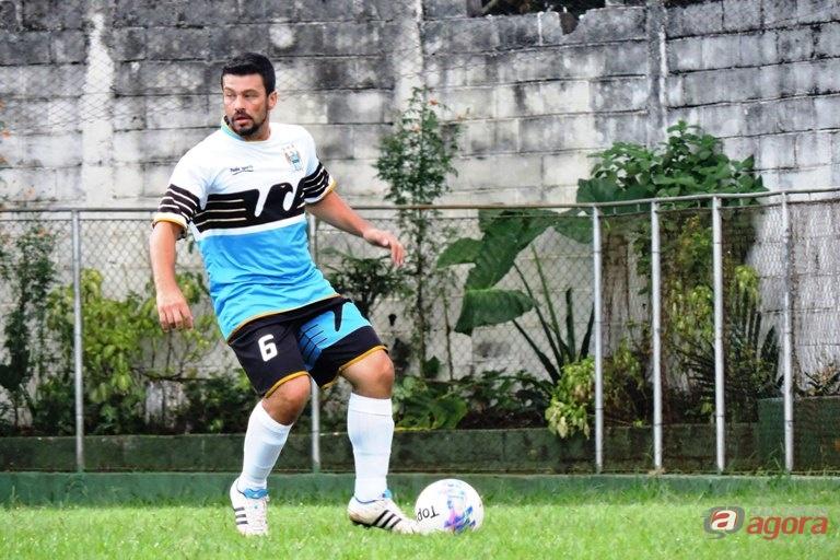 Organizador do futebol da igreja, Thiago Domingos já jogou profissionalmente. Foto: Gustavo Curvelo/Divulgação -