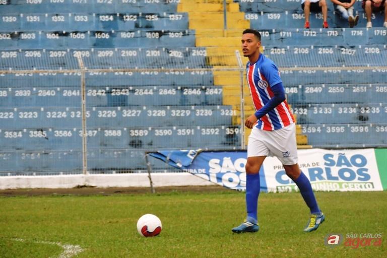 Zagueiro, de apenas 21 anos, já passou por quatro clubes antes do Lobão. Foto: Gustavo Curvelo/Divulgação -
