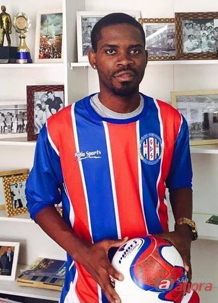 Angolano Daniel Caculojá jogou por sua seleção e pelo Atlético/MG antes do Lobão. Foto: Divulgação -
