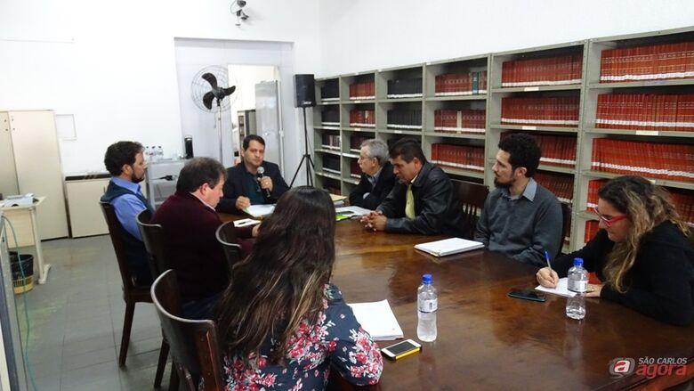 Membros da CPI que investiga irregularidades na Prefeitura e funcionários da Câmara Municipal (assessoria de imprensa CMSC) -