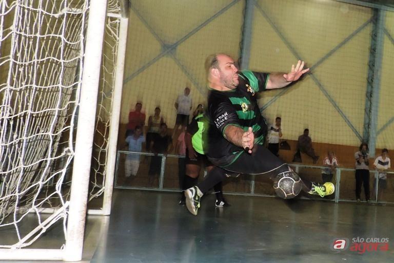 Lucão foi eleito melhor goleiro do futsal em 2015; agora, a luta é para chegar ao título. Foto: Gustavo Curvelo/Divulgação -