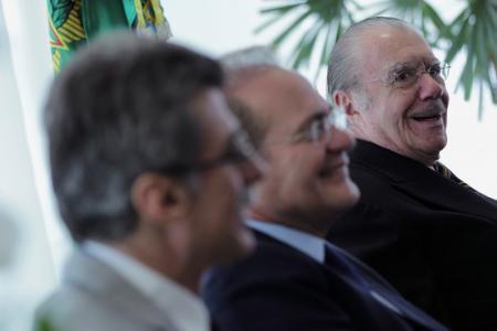 Ex-presidente José Sarney ao lado dos senadores Renan Calheiros e Romero Jucá, em Brasília. Foto: Reuters/Ueslei Marcelino -