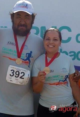 Milene aparece em foto ao lado do professor Sonoda. (foto Facebook) -