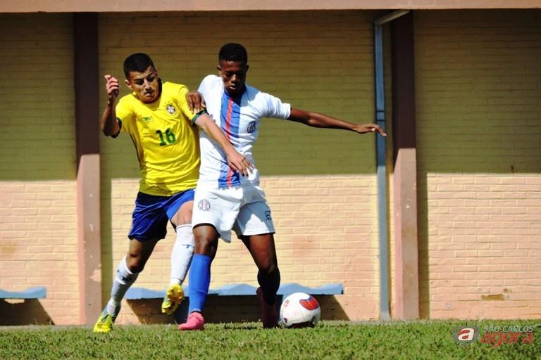 Marcinho em ação contra o Talentos 10; Grêmio soma dez pontos na Taça Paulista. Foto: Gustavo Curvelo/Divulgação -