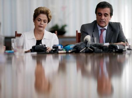 Presidente afastada Dilma Rousseff e ex-advogado geral da União, José Eduardo Cardozo, participam de coletiva com a imprensa estrangeira em Brasília. Reuters/Ueslei Marcelino -