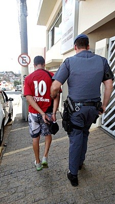 Acusados foram presos pela PM após o crime. -