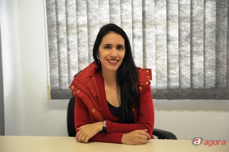 Vanessa Regina de Oliveira Martins é docente do Departamento de Psicologia. Foto: Letícia Longo -