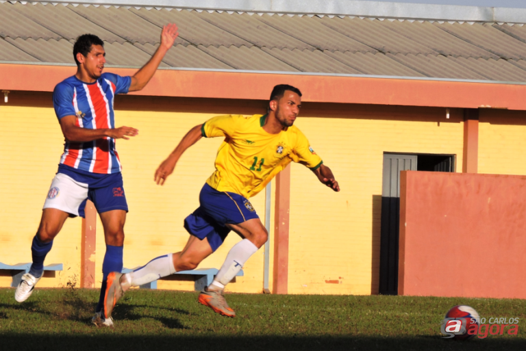 Volante tricolor quer pensamento jogo a jogo. Foto: Gustavo Curvelo/Divulgação -