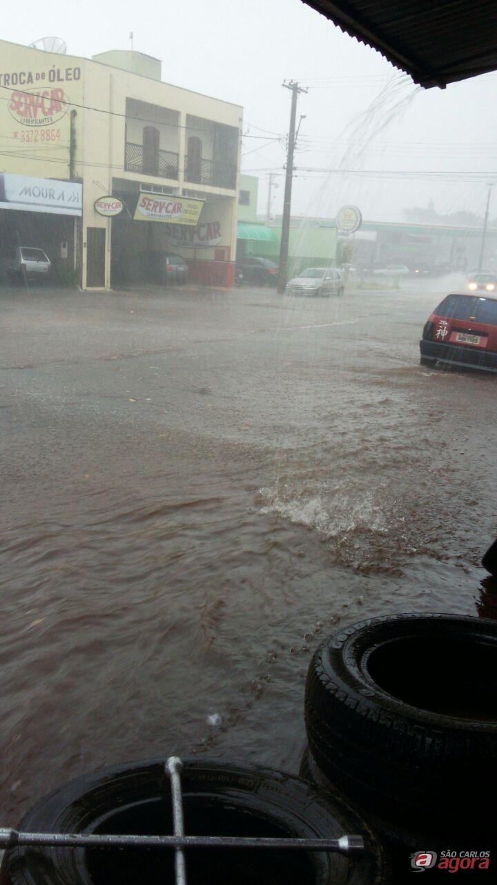 Ruas ficaram alagadas no Maria Estela Fagá. (foto Leitor) -