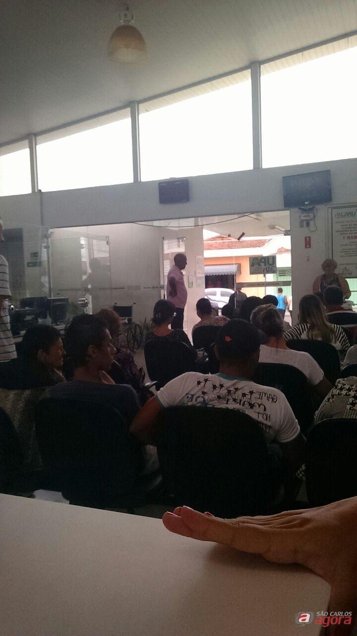 Foto tirada no começo da tarde pela leitora Mariana mostra UPA da Vila Prado lotada. -