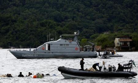 Equipes de resgate atuam após queda de avião onde estava ministro do STF. Foto: Reuters/Bruno Kelly -