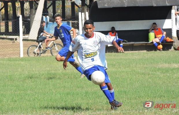 Partida envolvendo o Grêmio Sãocarlense sub16 ficou para quarta-feira, 4. Foto: Gustavo Curvelo/Divulgação -