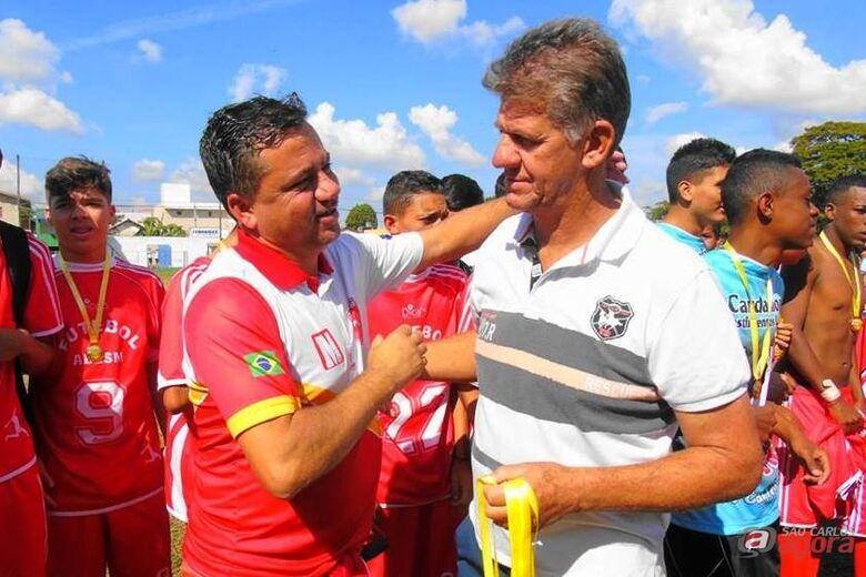 Rogério [esquerda] terá campeonato municipal como primeiro desafio pelo Lobão. Foto: Divulgação -