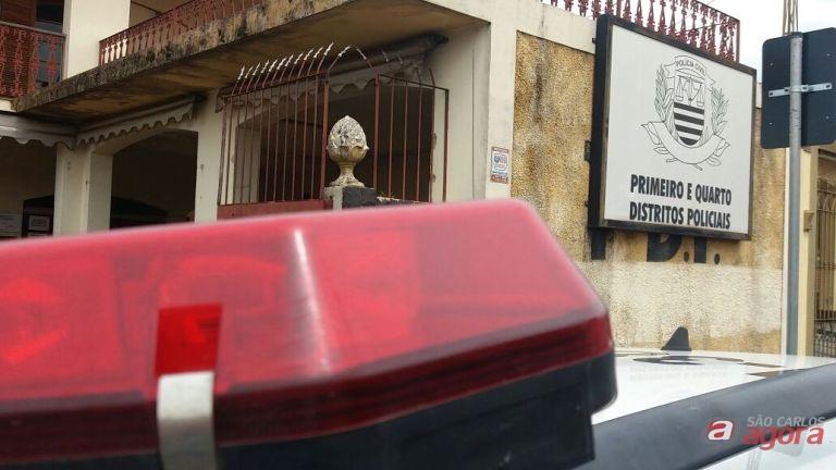 Dupla assalta loja de conveniência de posto no Centro -