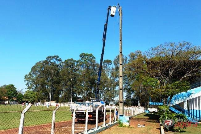 Estádio Municipal de Dourado reinaugura suas torres de iluminação na sexta-feira, 29. Foto: Prefeitura de Dourado/Divulgação -