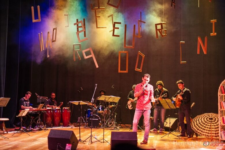 "Teatro Municipal recebe o show ""O Livro que Canta""  -"